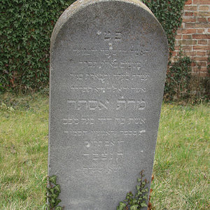 Tombstone Hebrew 34
