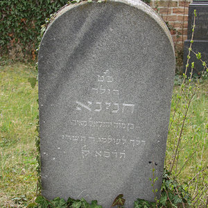 Tombstone Hebrew 35