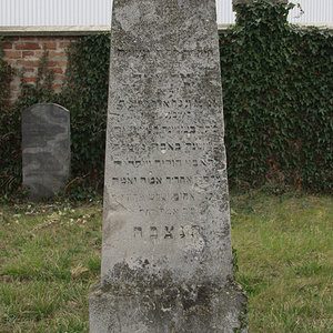 Tombstone Hebrew 38
