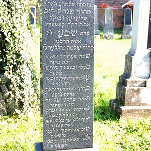 Tombstone Hebrew 11