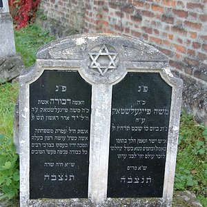 Tombstone Hebrew 12